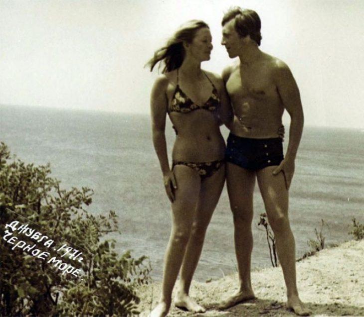 sovetskiye aktrisy znamenitosti na plyazhe Vladimir Vysotskiy i Marina Vladi