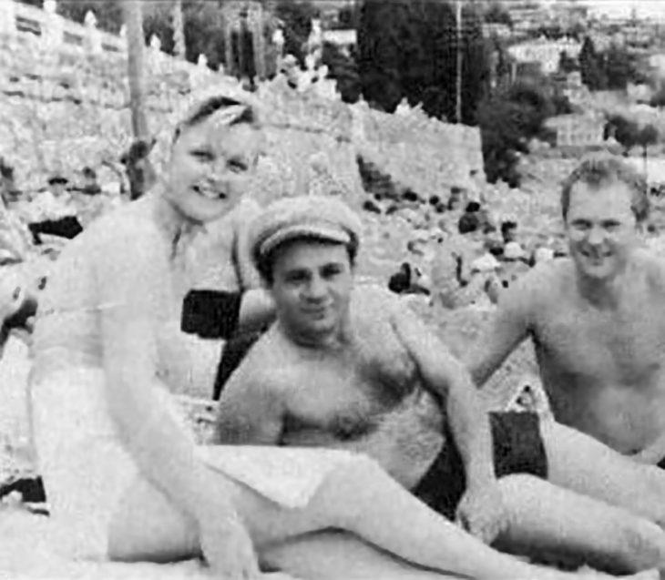 sovetskiye aktrisy znamenitosti na plyazhe Yevgeniy Leonov